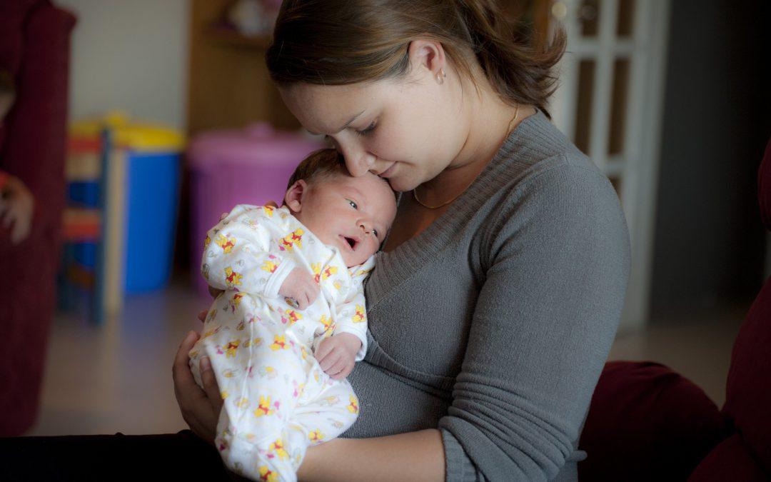 Länger Mutterschaftsgeld bei Neugeborenen mit Behinderung